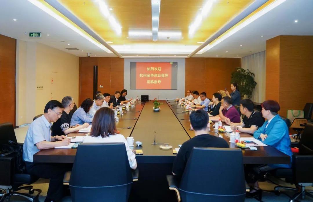 杭州金华商会孔小仙及会员企业代表一行到圣奥办公家具参观交流
