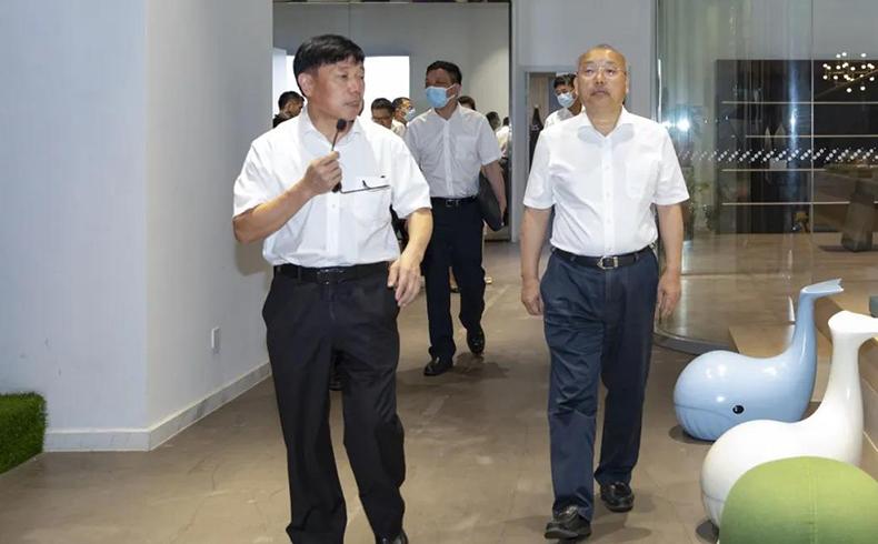 浙江省政协副主席周国辉一行到圣奥办公家具调研