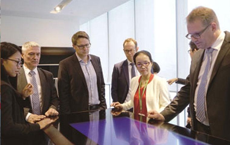 瑞士驻华大使馆的瑞士投资与贸易代表团参观圣奥展厅