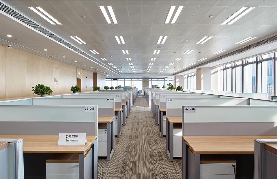 圣奥办公家具为恒大定制的办公家具及规划的工作区
